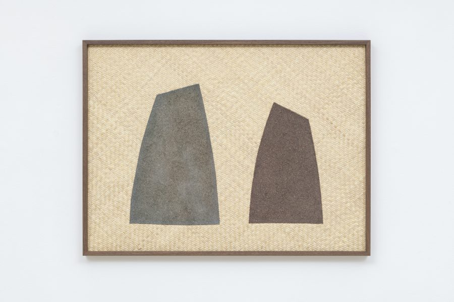 Magda Skupinska, Doing II (Sierra in Teotitlán del Valle Zapotec), 2019, red and blue corn on petate, 39.5 x 29.75 in (100.33 x 75.56 cm)© Magda Skupinska, image courtesy of Maximillian William, photograph by Damian Griffiths